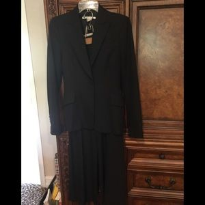 Zara Woman's Suit Jacket size 4/ pants 2. Flair